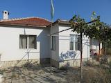 Реставрирана едноетажна къща с двор до Пазарджик