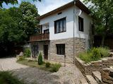 Реновирана двуетажна къща с басейн и барбекю близо Велико Търново