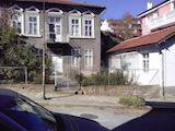 Две къщи с малък двор в топ центъра на град Велико Търново