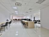 Просторен офис в търговски и бизнес център до метростанция Александър Малинов