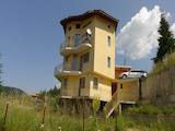 Панорамна четириетажна къща с гараж и двор в Родопите