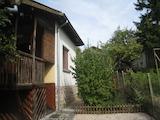 Къща с двор на 7 км от Сливница