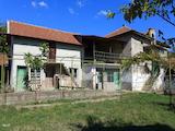 Две къщи в един имот до Павел Баня