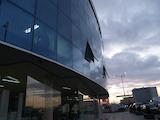 Комуникативен магазин в модерен търговски център в София