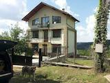 Триетажна масивна къща в село на 38 км от Велико Търново