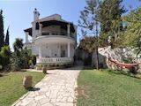 Просторна къща  с красива гледка към морето