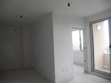 Двустаен апартамент на висок етаж в кв. Бъкстон
