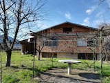 Solid villa with garden in a village only 7 km from the town of Sevlievo