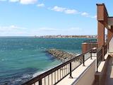 Двустаен апартамент на брега на морето в Несебър