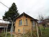 Двуетажна  къща с гараж и голям двор на 20 км от В.Търново