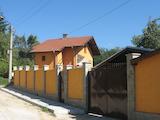 Красивый отремонтированный трехэтажный дом на продажу в развитой деревне