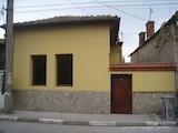 Запазена двуетажна къща в Бобошево