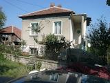 Двуетажна къща в село Синаговци, Видинско