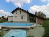 Вила с басейн в село близо до язовир