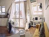 Артистичен апартамент с минималистично излъчване до България Мол