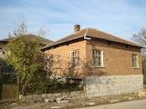 Масивна къща в малко живописно село близо до с. Чупрене