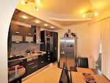 Тристаен апартамент в центъра на Бургас