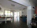Два магазина и офис  в град на 13 км от Велико Търново