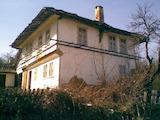 """Двуетажна къща с голям двор на 3 км от резерват """" Боженци """""""