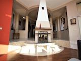 Просторна къща с двор и красива панарама край София