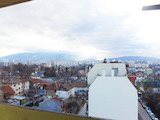 Просторен и слънчев тристаен апартамент в кв. Модернио предградие