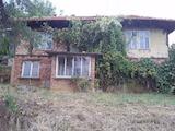 Селска къща с плевня и  двор на 8 км от гр. Априлци