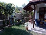 Къща на два етажа до Ботаническата градина