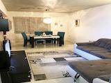 Луксозно обзаведен двустаен апартамент в широкия център на Пловдив