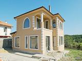 Къща с три спални в с. Близнаци