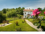 Триетажна къща с южно изложение в село Ново Оряхово