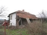 Къща с голям двор в село Студено Буче