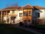 Две реновирани и обзаведени къщи ПОД ЕДИН ПОКРИВ  на 10 км от град Ловеч