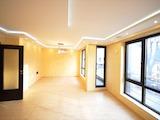 Луксозен тристаен апартамент в идеален център на Бургас