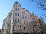 Луксозен двустаен апартамент в аристократична сграда в централна София
