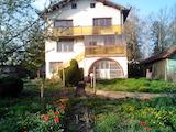 Триетажна къща с двор в кв. Овча Купел 1