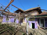 Двуетажна къща с двор в село на 26 км от Велико Търново