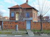 Поддържана двуетажна къща в района на Чирпан