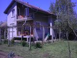 Двуетажна  къща с гараж в село на 18 км от Велико Търново