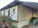 Двуетажна къща с голям двор на 50 км от В. Търново
