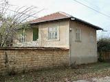 Двуетажна къща  в село на 30 км. от Велико Търново
