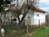 Къща с двор в квартал Левски В