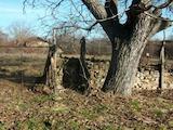 Две дворни места в село на 18 км от Велико Търново
