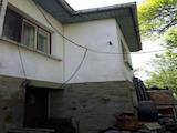 Къща с голямо дворно място и гараж на 5 км от град Трявна