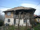 Двуетажна Възрожденска къща с голям двор  само на 10 км от Габрово