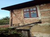 Двуетажна  къща с двор на 20 км от Велико Търново