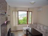 Модерно обзаведен двустаен апартамент на метри от плажа