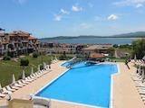Обзаведен тристаен апартамент с гледка към морето в Черноморец