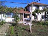Двуетажна къща с голям двор само на 3 км от Велико Търново