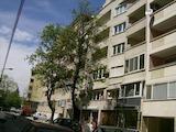Тристаен апартамент в кв. Бели брези