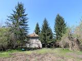 Eдноетажна къща с гаражи само на 5 км от Велико Търново